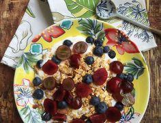 Desayuno Crujiente con Granola Granea Empanadas, Mini Sandwiches, Canapes, Grill Pan, Vegetable Pizza, Hummus, Acai Bowl, Catering, Sushi
