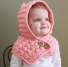 [Free Pattern] Adorable Textured Toddler Hood To Keep Your Baby Warm - Knit And Crochet Daily Crochet Girls, Crochet Baby Clothes, Crochet Baby Hats, Crochet For Kids, Baby Knitting, Hooded Scarf Pattern, Crochet Hooded Scarf, Crochet Beanie, Knit Crochet