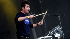 Bastille - Flaws (BBC Radio Big Weekend I love these dorks so much! Dan will one day, look back on this performance and regret how he danced. And damn, Kyle Simmons, your hands are amazing. Kyle Simmons, Uk Festivals, Dance Movies, Dan Smith, Bbc Radio 1, Best Clips, Don T Lie, Bad Blood, Bastille