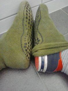 Wer zu große Stopper hat sollte sich die mal über die Schuhe ziehen. Sehr praktisch für faule zuhause. -drinnen-