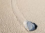 Photos and Story of the Sliding Rocks of Racetrack Playa, Death Valley - also known as Sailing Stones. Sailing Stones, Moving Rocks, Flint Rock, Rock Identification, Igneous Rock, Science Fun, Fire Starters, Death Valley, Rocks And Minerals