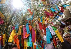 Tradição japonesa celebrada todos os anos desde o século 9, o Tanabata Matsuri, ou Festival das Estrelas, virou hábito também no Brasil desde a década de 70, e claro que o bairro da Liberdade, em São Paulo, não ficaria de fora. Referência na realização da festa desde 1979, a região receberá sua 39ª edição no meio de julho. No final de semana dos dias 15 e 16, as ruas da Liberdade serão decoradas com centenas de kussudamas, ramos de bambu enfeitados com papéis coloridos que simbolizam as…