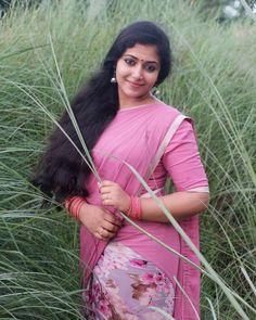 #actress #model #photoshoot #outfits #outdoors #beauty #love #sareelovers #sareeblousedesigns #mollywoodactress