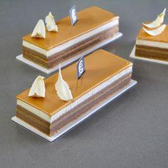 Tiramisú de Chocolate y Caramelo - Bavette Tiramisú de Chocolate y Caramelo - Bav. Fancy Desserts, Delicious Desserts, Dessert Recipes, Mini Cakes, Cupcake Cakes, Opera Cake, Waffle Cake, Individual Cakes, Beautiful Desserts