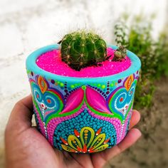 These Mandala and Zentangle Inspired Painted Clay Gardening Pots are So Cool! Not to Mention Inexpensive! I Cannot Wait to Try This Project! – Page 596234438149017911 – SkillOfKing. Painted Plant Pots, Painted Flower Pots, Diy Crafts For Kids, Arts And Crafts, Flower Pot Design, Clay Pot Crafts, Pottery Painting, Bottle Art, Clay Pots