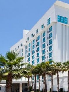 TAMPA     Located in the heart of Tampa's Westshore district, the upscale Crowne Plaza Tampa Westshore feels right at home surrounded by high-end residential neighborhoods and world-class shopping and dining. The hotel's art deco touches hearken back to a classic era where guests and customers always came first—a tradition the hotel proudly keeps alive to this day. This hotel boasts 222 well-appointed guest rooms and 10,000 square feet of meeting space.