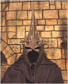 Nazgul Witchking of Angmar Costume (ERMAGERD! This is awesome. Even though I notoriously can't keep headwear on for the length of a Halloween party, I'd MAKE IT work for this!