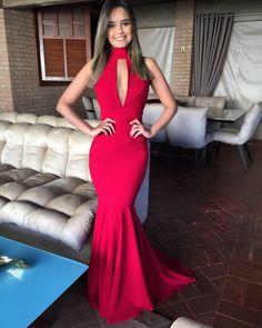O Dress Ruby é feito com crepe de seda importado, detém forro duplo que não marca. O tecido contém 10% elastano, que se adequa perfeitamente ao corpo.