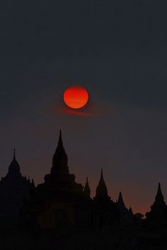 red crescent moon today - photo #25