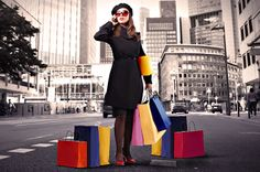shopping street: Elegant woman carrying some shopping bags and talking to telephone in a city street Stock Photo Tommy Ton, Greys Anatomy Brasil, Mystery Shopper, Boutique Fashion, Shopping Street, Shopping Bags, Bangkok Shopping, School Shopping, Shop Front Design