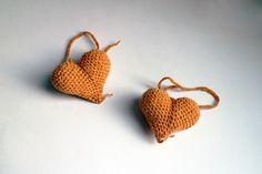 Srdiečko – horčicové - srdiečko uhačkované z bavlny a vyplnené dutým vláknom.  Vhodné ako dekorácia na zavesenie. Instagram Bio, Crochet Earrings, Make It Yourself, How To Make, Handmade, Jewelry, Fashion, Moda, Hand Made