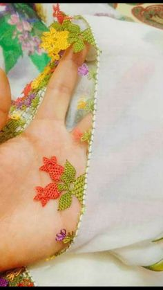 This Pin was discovered by Fik Needle Lace, Bobbin Lace, Lacemaking, Point Lace, Lace Flowers, Beaded Embroidery, Needlepoint, Needlework, Diy And Crafts