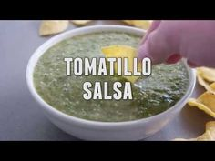 A must-have in your refrigerator – this tomatillo salsa recipe is so easy and flavorful that you'll wonder why you haven't always been making it! Find the fu. Tomatillo Salsa Recipe, Mexican Food Recipes, Ethnic Recipes, Popsicle Recipes, Ice Pops, Vegan Vegetarian, A Food, Food Processor Recipes, Yummy Food