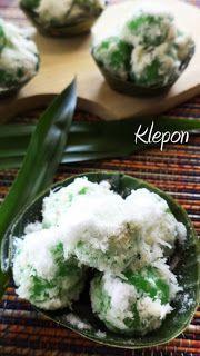 Klepon Indonesian Desserts, Indonesian Cuisine, Asian Desserts, Indonesian Recipes, Traditional Market, Food Charts, Street Food, Allrecipes, Sweet Recipes