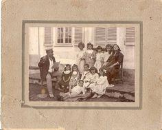 1900s, Caldeiras da Ribeira Grande, Ilha de São Miguel  Grupo de crianças nas Caldeiras em 1900s.