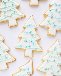 cinnamon sugar cookies Here are the best Christmas Cookies decorations ideas for your inspiration. These Christmas Sugar Cookies decorated with royal icing are cutest desserts. Christmas Wreath Cookies, Snowflake Cookies, Iced Cookies, Holiday Cookies, Cute Christmas Desserts, Christmas Baking, Grinch Christmas, Christmas Holiday, Chocolates