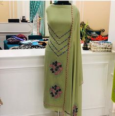 Embroidery Suits Punjabi, Embroidery Suits Design, Hand Embroidery, Embroidery Designs, Indian Suits, Indian Dresses, Long Kurti With Jeans, Customised Clothes, India Style