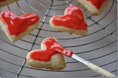 Sugar Glaze Recipe: simple and delicious icing to glaze your cookies and bars. Can be easily colored and quickly dries to give a polished, shiny finish. My Favorite Food, Favorite Recipes, Sugar Glaze, Cookie Pie, Glaze Recipe, Cake Cookies, Food Dishes, Good Food, Ethnic Recipes