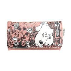 This beautiful pink wallet featuring Moomintroll and Snorkmaiden. Cute wallet perfect for everyday use! Wallet closes with a snap fastener, pockets for cards on the inside and one for your ID. Size: 19 x 10 x 2,5 cm. Material is faux leather.Tyylikäs vaaleanpunainen lompakko, jossa nähdään Muumipeikko ja Niiskuneiti. Kaunis ja käytännöllinen lompakko!Stiligt rosa plånbok med Mumintrollet och Snorkfröken. Vacker och användbar plånbok!