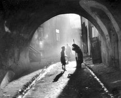 """Edward Hartwig """"Old Street"""", Undated Black And White Artwork, Black And White Love, Black White Photos, Vintage Photography, Street Photography, Art Photography, Henri Cartier, Moving Photos, Light Study"""