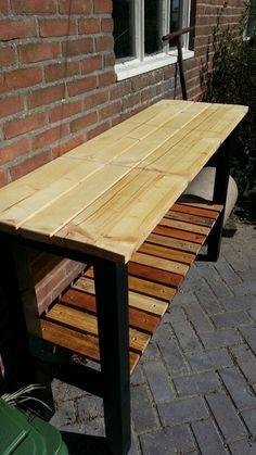 Buiten werkbank van steigerhout en pallet planken