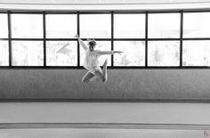 Fotos: Fernando Tubbs www.ftfotos.com.br Ballerina Project Dance & Photography ------------- A idéia é uma releitura do Ballerina Project, que tem o objetivo de integrar a dança com as ruas de forma divertida e extravagante
