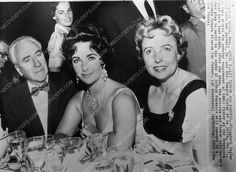 news photo candid Elizabeth Taylor out dinner with her parents 338-23