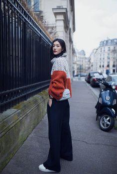 Street style of Chinese model Liu Wen Asian Street Style, Japanese Street Fashion, Street Style Summer, Street Style Women, Fashion Week Paris, Chinese Model, Chinese Style, China Mode, Fall Outfits