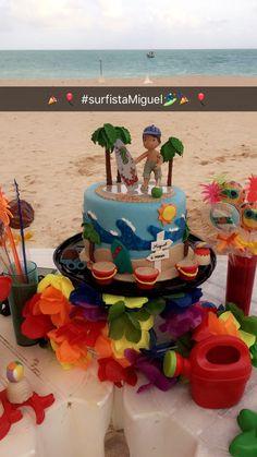 pirulitos, trufas e bolo para mesário na praia