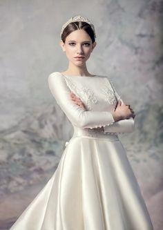 Swan Princess / Papilio 2016 / Wedding Dress / Hair Style:Nikita Kosih / Accessories: Frau Berg
