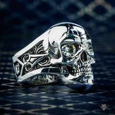 Stunning Scull ring