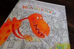 Bilderbuch.de-Tipp: »Das kunterbunte Monsterbuch« | v. Alice Hoogstad | Aracari | Ganz ohne Worte kommt dieses fröhliche Bilderbuch aus und erzählt dabei eine kunterbunte Geschichte von freundlichen Monstern, die Farbe und Schwung in das Leben der kleinen Stadt bringen. Ein kleines Mädchen hat die Monster auf Boden und Wände gemalt. Nun sind sie lebendig und färben Straßen und Häuser bunt. Ein spannendes Seh-Abenteuer über die Macht der Fantasie und Farben.