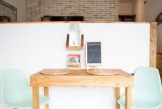 Cómo dar un acabado dorado a tus muebles · DIY: Gilding your furniture - Vintage & Chic. New Furniture, Vintage Furniture, Design Your Home, House Design, Decoracion Vintage Chic, Concrete Design, Bathroom Design Small, Style Vintage, Black Kitchens