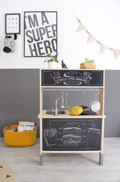 Kinderkamer inspiratie, peuterkamer van een jongen. Antraciet stoer maar met een vleugje kleur en mosterd geel. Meer info ----> op het blog Ikea Furniture, Furniture Design, Ikea Nursery, Kura Bed, Kidsroom, Ikea Hack, Kids Bedroom, Are You Happy, Sweet Home