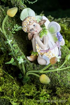Attirant This Sweet Fairy Watches Over Her Flowers To Keep Them Safe From Harm In  The Fairy