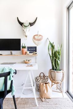This boho home office is brought to life with indoor plants. Styling: Black Arrow Co | Photography: The Palm Co.