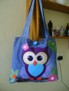 Bolsa Coruja!!! Diy Tote Bag, Diy Purse, Reusable Tote Bags, Hello Kitty Crochet, Owl Bags, Denim Handbags, Bag Patterns To Sew, Owl Patterns, Patchwork Bags