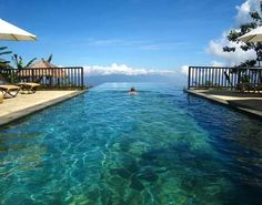 Best things to do in Bali to avoid the crowd. Less Touristy Bali Experiences. Find out about Munduk, Nusa Lembongan, and less touristy things to do in Ubud. Amazing Swimming Pools, Swimming Pool Designs, Cool Pools, Insane Pools, Infinity Pools, Ubud, Dream Vacations, Vacation Spots, Munduk Bali
