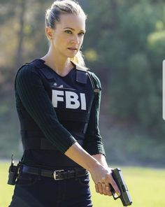 Female Cop, Female Soldier, Cute Couple Halloween Costumes, Female Police Officers, 10 Most Beautiful Women, Military Girl, Warrior Girl, Military Women, Criminal Minds