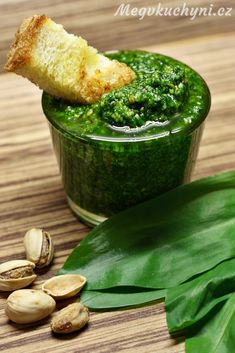 Pesto z medvědího česneku a pistácií - Meg v kuchyni Korn, Pesto, Pickles, Cucumber, Side Dishes, Favorite Recipes, Side Plates, Pickle, Side Dish
