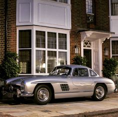 Mercedes Benz #300SL #Gullwing spotted in London. Pic via: Valentino H…