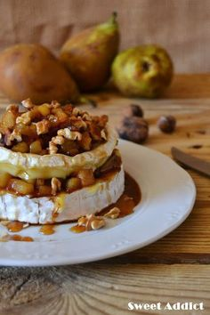 Camembert al horno con pera y nueces: http://www.sweetaddict.es/2015/06/queso-camembert-al-horno-con-pera-y.html