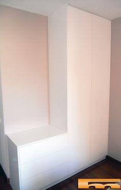 ¿Tienes una pared vacía en la habitación? Toma nota! Aprovecha hasta el último rincón de la habitación con los elementos que más necesites a tu medida. Hoy te mostramos este Proyecto de #Armario + #cómoda con apertura Push en Melamina de color. Proyecto de www.fusteriamanel.com