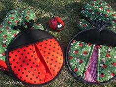 Ladybugs Potholders - Pic for inspiration. These would be so cute to sew. Sewing Patterns Free, Sewing Tutorials, Sewing Hacks, Quilt Patterns, Sewing Crafts, Potholder Patterns, Free Pattern, Crochet Patterns, Quilted Potholders