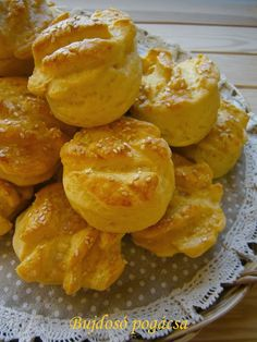 Bujdosó pogácsa Bread Dough Recipe, Snack Recipes, Snacks, Pretzel Bites, Biscuits, French Toast, Food And Drink, Chips, Breakfast