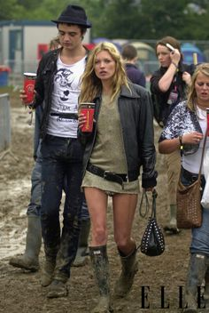 Kate Moss et Pete Doherty au Festival de Glastonbury 2005 look rock Moss Fashion, Fashion Photo, Fashion Looks, Music Festival Fashion, Festival Outfits, Style Cool, My Style, Jamie Hince, Kate Moss Stil