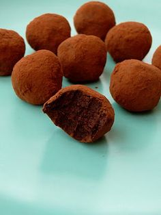 Straight Into Bed Cakefree and Dried: Orange and Cardamom Truffles - Raw Cacao, Dairy Free Truffles with a Twist! Raw Vegan Desserts, Sugar Free Desserts, Healthy Desserts, Dairy Free Truffles, Vegan Truffles, Pureed Food Recipes, Whole Food Recipes, Yummy Treats, Sweet Treats