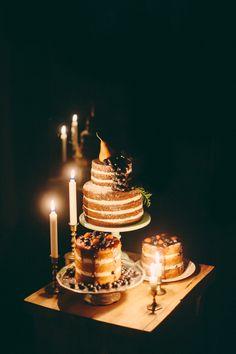 Naked Rustic Wedding Cakes / JBM Wedding Photography