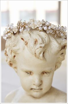lovely bust and beautiful little tiara....