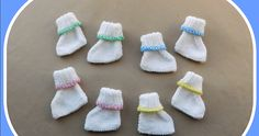 Neat Little Feet One of my friends asked me if I would be able to find time to knit a couple of pairs of premature baby booties in a hurry! She wanted to gift them to a new mum who has just had tiny Baby Booties Knitting Pattern, Baby Hats Knitting, Crochet Baby Booties, Knitting For Kids, Baby Knitting Patterns, Baby Patterns, Free Knitting, Crochet Patterns, Knitted Baby